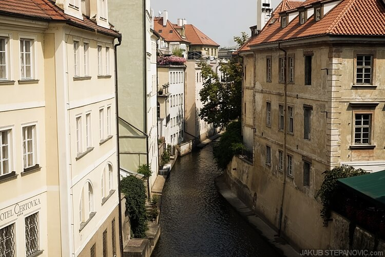 Prague is famous for its variety.Besides buildings, there are hills, parks, even some water channels… a piece of the Netherlands, or Venice if you want.